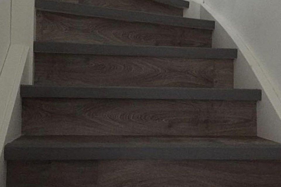 Trap bekleden met vinyl houtstructuur in leidschendam